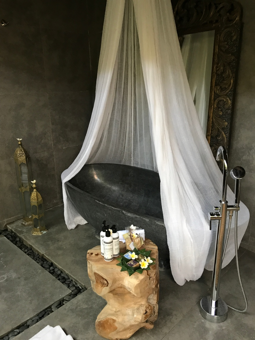 Bali - Bliss Sanctuary Canggu - My Outdoor Balinese Stone Bath