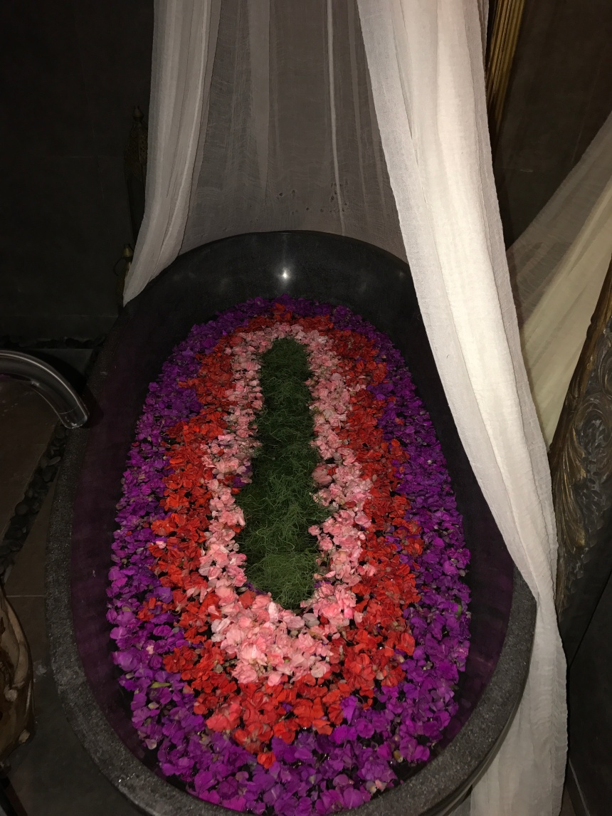 Bali - Bliss Sanctuary Canggu - Surprise Flower Bath